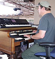 HoHoKam organist